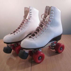 White RIEDELL Roller Skates W7 B4 Quads AIRIDERS
